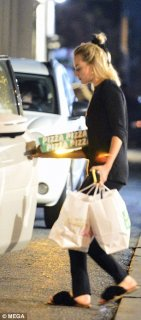 bfb7574212a03 Makeup free Margot Robbie cuts a VERY casual figure in tights and fluffy  slippers as she picks up pizza in Los Angeles. dailymail.co.uk
